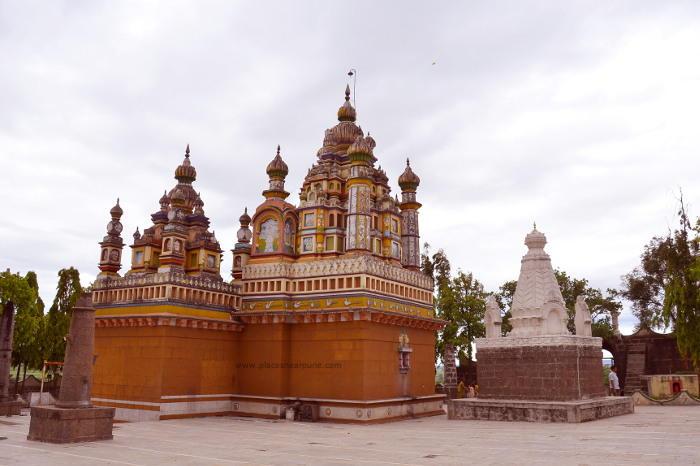 Khandoba_Delawadi_Temple_3.jpg