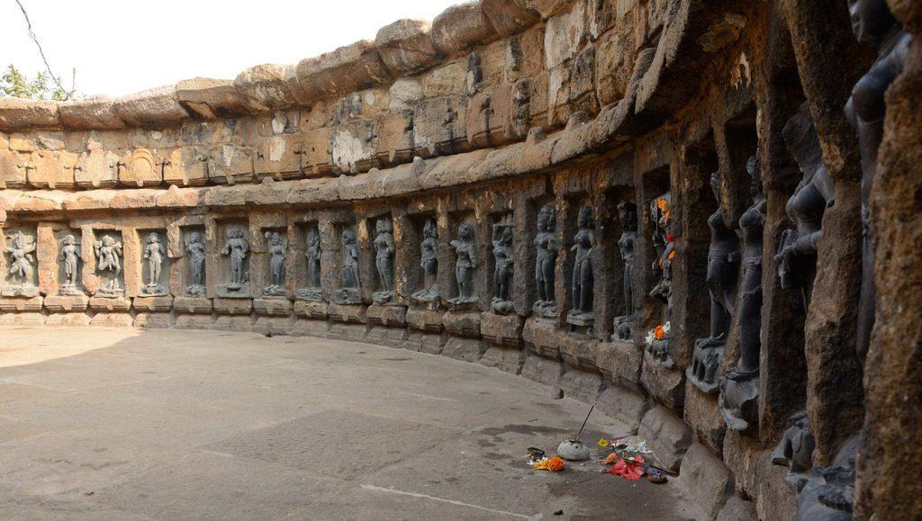 chausathi-yogin-temple-inside